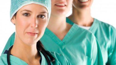 Equipe di giovani infermieri